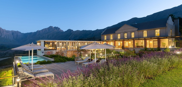 Special Offer off first stay at De Zeven Guest Lodge, located between Stellenbosch and  Franschhoek in the Cape Winelands , South Africa
